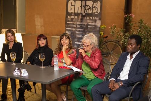 Da sinistra: Floriana Bulfon, Emanuela Zuccalà, Rosy Battaglia, Carla Baroncelli e Abdul Kone. Ph Giorgio Zattini.